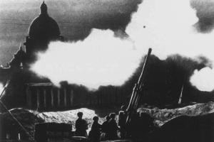 СПбГУ выпустил сборник ранее не публиковавшихся документов о блокаде. Что нового они рассказывают о войне?