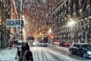 Как Петербург переживает снегопад в начале марта — видео