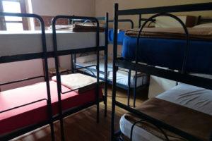 Много ли хостелов закроется из-за запрета размещения в жилых домах и правда ли в Петербург станет дороже приезжать?