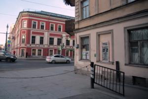В центре Петербурга появился стрит-арт, посвященный «тотальной слежке» за пользователями в интернете