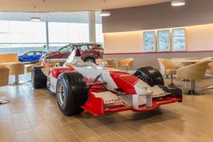 Toyota открыла самый крупный дилерский центр в Ленинградской области. Там представлены все автомобили компании для российского рынка