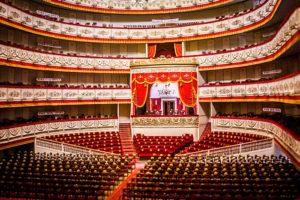 Как в Петербурге пройдет День театра: скидки на билеты до 90 %, экскурсии по закулисью и лекции о сценических костюмах
