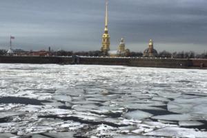 Нева освобождается ото льда. Это очень красиво