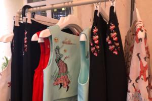 На улице Восстания открылся магазин петербургского бренда Ola Ola. Вышивку для первой коллекции создавала художница Данини