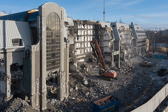 Пятизвездочный отель «Северная корона» не могли достроить около 30 лет — теперь его сносят. Вот история петербургской гостиницы, которую называют проклятой