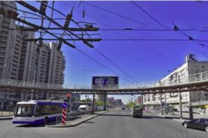 Жители Купчина пожаловались на сильный запах газа. Аварийные службы проверяют подвалы и квартиры