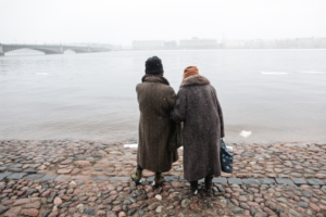 В Петербурге в конце марта снова пошел сильный снег, но жители города любуются видами даже в такую погоду. Одно фото