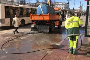 Почему в Петербурге столько пыли и когда улицы очистят от зимней грязи? Объясняют комитет по благоустройству и городские активисты