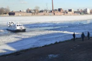 Ребенок, выживший после разлома льда Невы, в удовлетворительном состоянии. Спасатели продолжают искать тело второго мальчика