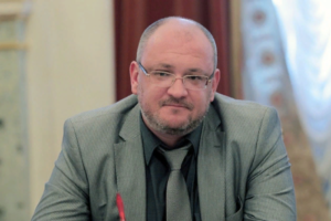 «Повестка не совсем позитивная»: в Петербурге отменили встречу с депутатом, журналистом «Эха Москвы» и директором «Ночлежки»