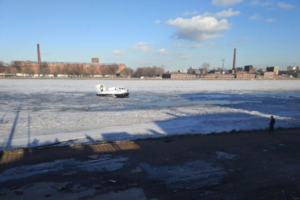 Из-за гибели ребенка, провалившегося под лед Невы, возбуждено уголовное дело