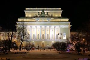 Медведев отозвал приказ Минкульта об объединении Александринского и Волковского театров, хотя артисты поддерживают проект. Что об этом известно