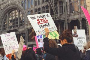 Чем отличаются феминизм в Германии и России? Политик, исследовательница, психолог и активистка — об уходе за ребенком, отношении к абортам и домашнем насилии