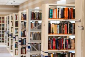 В центре Петербурга откроется книжный магазин «Во весь голос». Там можно будет выпить кофе и послушать лекции