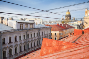 Смольный пообещал отмыть Петербург от пыли и грязи до конца апреля