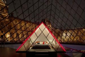 Airbnb разыгрывает ночь под куполом Лувра с VIP-экскурсией по музею, ужином и концертом