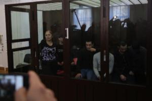 В СК заявили, что для расследования теракта в метро Петербурга изготовили макет бомбы в квартирах обвиняемых по делу