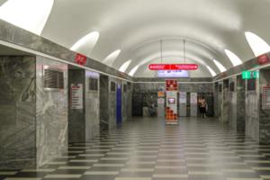 Вход на «Чернышевскую» по утрам закроют на несколько месяцев из-за ремонта эскалаторов