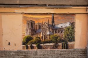 В переулке Радищева в Петербурге появился стрит-арт с собором Парижской Богоматери