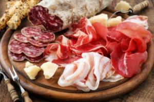 Производители мяса предложили запретить россиянам ввозить пармезан и хамон. Эти меры поддерживают Минсельхоз и Россельхознадзор