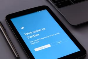 Роскомнадзор оштрафовал Twitter на три тысячи рублей за отказ хранить данные пользователей в России