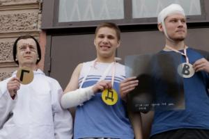 Петербуржцы провели акцию против призыва в армию у дверей военкомата. Троих активистов задержала полиция
