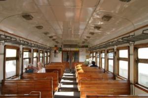 Закс Петербурга в первом чтении одобрил бесплатный проезд на год в электричках для льготников