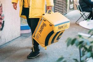 Действительно ли курьеры «Яндекс.Еды» сильно перерабатывают, за что их штрафуют и сколько им платят? Рассказывают сами курьеры