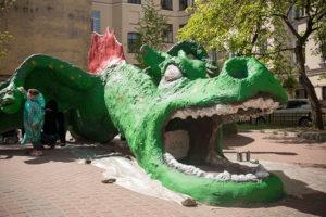 На «Дне Тома Сойера» петербуржцы покрасят скульптуры на детских площадках. Кто придумал соседский фестиваль и как туда попасть