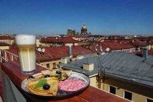 Восемь заведений с уютными верандами и двориками, где можно поесть на свежем воздухе