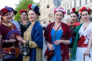 Двенадцать фото петербуржцев в образе Фриды Кало и Диего Риверы. Музей Фаберже провел флешмоб по случаю закрытия выставки 🌺
