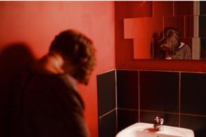 Охранник бара в «Голицын Лофте» распылил перцовый баллончик на пьяную девушку и задел другую посетительницу. В заведении говорят, что он действовал по инструкциям