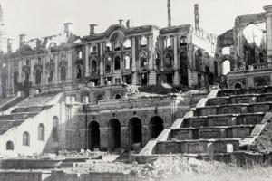 Петербургский архив покажет на электронной выставке, как в годы войны пострадали памятники Ленобласти и пригородов