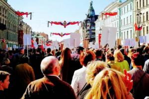 В шествии «Бессмертного полка» на Невском проспекте приняли участие около 1,2 млн человек, сообщили в Смольном