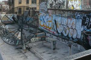 В Петербурге увеличили штрафы за граффити и незаконную рекламу