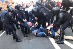 СМИ обвиняют депутата Резника в употреблении наркотиков, он называет это травлей из-за критики Беглова. Что известно о конфликте