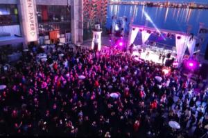 «Старая гвардия еще ого-го»: тринадцать атмосферных фото и видео с концерта Юрия Антонова в «Севкабель Порту»