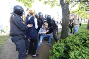 На площади Ленина во время акции против гомофобии задержали не менее шести человек