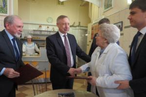 Александр Беглов объявил об участии в выборах. Что он сделал за 8 месяцев на посту врио губернатора и почему его критикуют