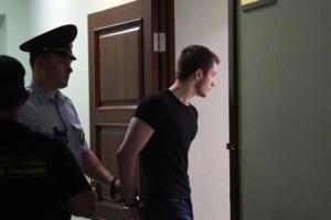 Два года назад курсанта академии Можайского обвинили в подготовке теракта из-за плана захвата казармы, а теперь отправляют в психиатрическую больницу. Что известно о деле Вадима Осипова