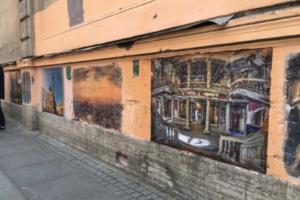 В переулке Радищева создали фреску с интерьерами Анненкирхе после пожара. В самой церкви появилась репродукция картины «Крик» Мунка