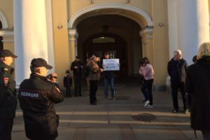 «Петербургу Беглов не нужен». У Гостиного двора проходят пикеты против врио губернатора
