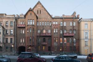 Как менялись квартиры в Петербурге с XIX века по сегодняшний день? Доходные дома со швейцарами, советские общежития и хрущевки