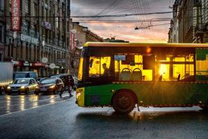 В Петербурге уберут 300 маршруток и добавят 100 автобусов. Как это может снизить количество ДТП и почему не все довольны реформой