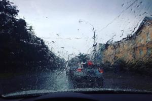 Жара в Петербурге сменилась дождем. ☔️ Девять фото и видео из соцсетей