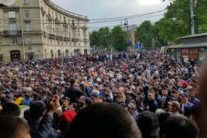 Сотни петербургских мусульман отпраздновали Ураза-байрам. 16 фото и видео окрестностей мечети на «Горьковской»