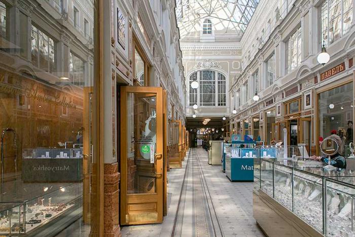 Петербургский «Пассаж» годами был консервативным универмагом, а теперь там работают бары и проводят лекции. Как торговый дом изменился после многолетней реновации