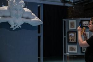 Помните барельеф Мефистофеля с Лахтинской улицы, уничтоженный в 2015 году? Его копию создали при помощи 3D-печати. Одна фотография