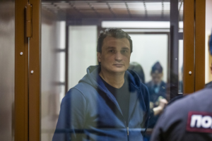 Петербургскому ветеринару грозит 18 лет тюрьмы за производство амфетамина. Он говорит, что продавал имитацию наркотика, и жалуется на пытки