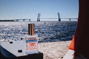 Появился аромат «Лето в Петербурге». Это коллаборация парфюмерного бренда Demeter и фестиваля Tinkoff Stereoleto